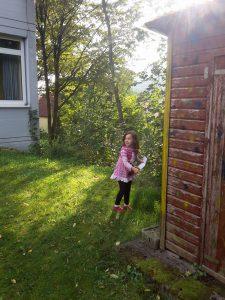 Spielen draußen Schatzsuche