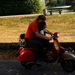 mit Opa auf dem Roller