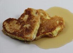 French Toast zum Valentinstag Essen in Herzform Rezept