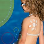 Neurodermitis im Sommer - Kinderhaut schützen - von Sonnencreme bis UV-Anzug